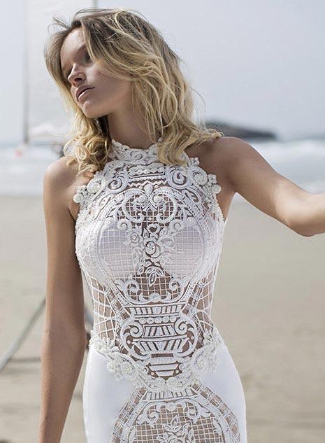 שמלת כלה ארוכה בשילוב שרוולי תחרה.