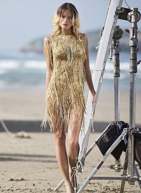 שמלת כלה ארוכה בשילוב אבני חן.